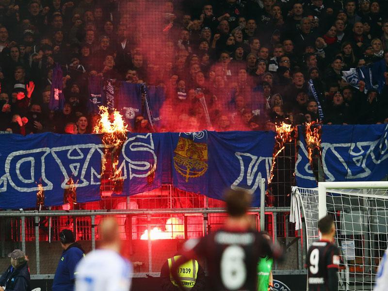 Estas escenas fueron defendidas por el presidente del Frankfurt generaron vergüenza en el entorno del club rojinegro. Foto de kicker.de