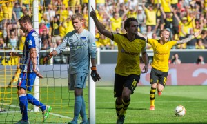 epa04905452 Dortmund's Mats Hummels (2-R) celebrates his 1-0 goal during the German Bundesliga soccer match between Borussia Dortmund and Hertha BSC at the Signal Iduna Park in Dortmund, Germany, 30 August 2015.   (EMBARGO CONDITIONS - ATTENTION: Due to the accreditation guidelines, the DFL only permits the publication and utilisation of up to 15 pictures per match on the internet and in online media during the match.)  EPA/BERND THISSEN