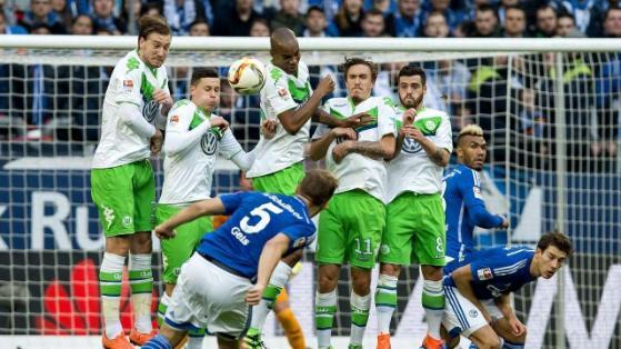 Johannes Geis (con el 5 en primer plano) cobrando el tiro libre que ponía el 2-0 en el marcador. Un verdadero golazo. Foto de bild.de