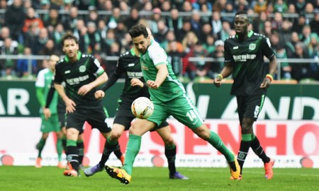 El Werder Bremen buscará de la mano del inagotable Claudio Pizarro librarse de los problemas del descenso otra vez en varios años. Foto: Stuart Franklin/Bongarts/Getty Images