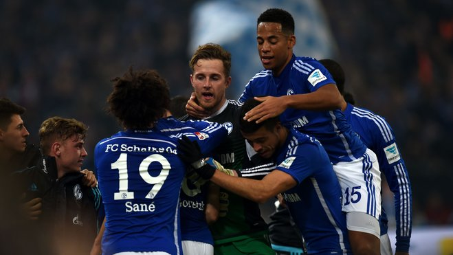 Tras una sufrida victoria ante Mönchengladbach, Schalke parece recuperar ritmo. No obstante, tiene el calendario más duro de todos los candidatos. Foto: Sport1.de //PATRIK STOLLARZ/AFP/Getty Images) © Getty Images