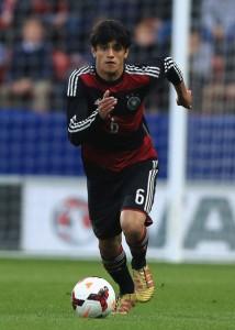 Mahmoud Dahoud debutando en la sub18 alemana el 16 de abril de 2014. El partido frente a Inglaterra fue el único que disputó en esta categoría. Imagen procedente de: 4.pictures.zimbio.com