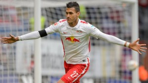 Davie Selke celebrando uno de los goles que ha hecho esta temporada. Imagen procedente de: s.bundesliga.com