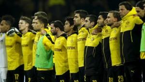 Los jugadores locales observaron con frialdad el momento. Imagen procedente de: sportschau.de
