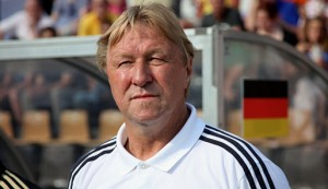 Horst Hrubesch, entrenador de la sub21 alemana hasta el 30 de agosto. Imagen procedente de: spox.com
