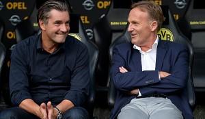 Michael Zorc (izquierda) y Hans-Joachim Watzke (derecha). Director deportivo y director general del Borussia Dortmund, respectivamente. Imagen procedente de: spox.com