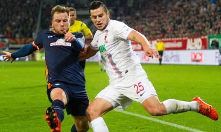 Bobadilla disputa el balón con Bargfrede. Foto: kreiszeitung.de