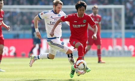 Aaron Hunt y Hiroshi Kiyotake, en la victoria del HSV, el fin de semana. Imagen: www.hannover96.de