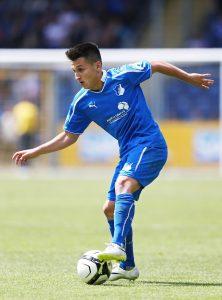 El joven Atik controla un balón en su estancia en uno de los equipos inferiores del club.