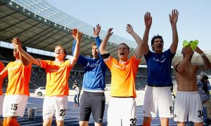 Darmstadt celebra la victoria en casa del Hertha Berlin, que los salva del descenso. Foto: Boris Streubel/Bongarts/Getty Images