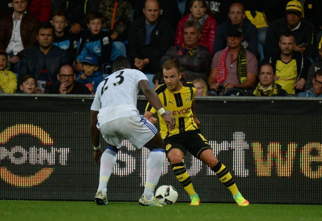 El volante ofensivo aún no pudo debutar oficialmente con la casaca del BVB. Foto: Deniz Calagan/Getty Images).