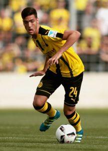 Merino controla un balón en un partido de pretemporada frente al 1860 Munich.