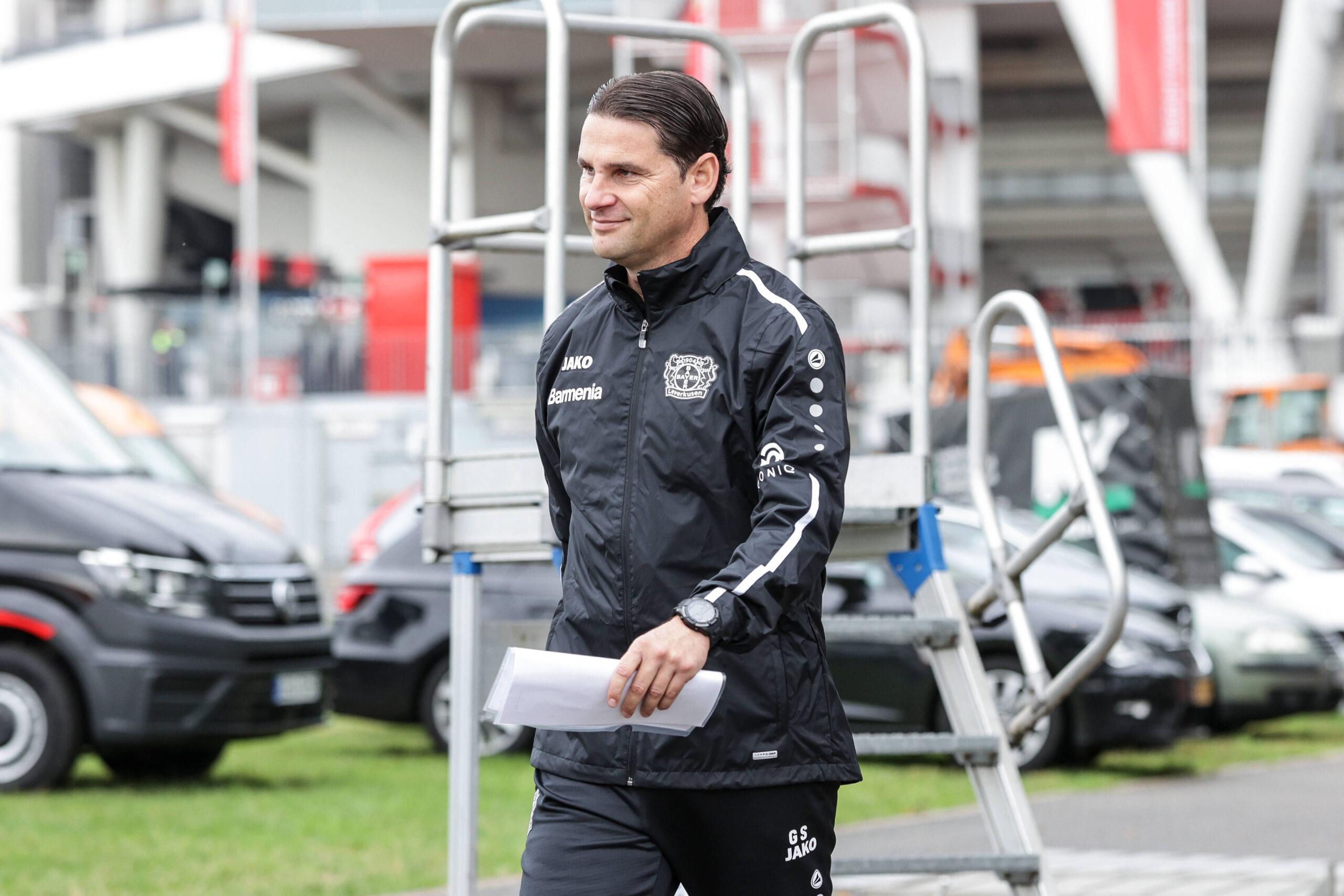 Seone llega al entrenamiento de Bayer Leverkusen. Foto: Imago.