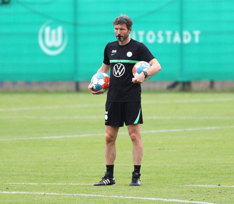 Mark van Bommel dirigiendo a Wolfsburg. Foto: Imago.