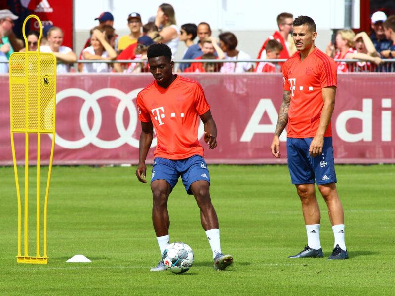 Una imagen que no se verá esta pretemporada. Lucas Hernández y Alphonso Davies no serán parte de ella con el FC Bayern München. Fuente: Imago Images