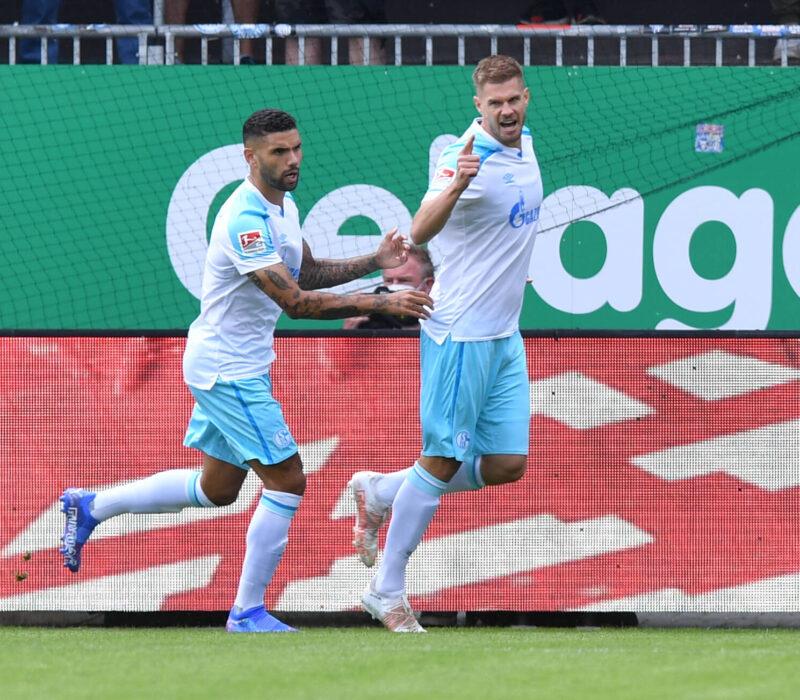 Simon Terodde guía al Schalke a su primera victoria en la 2.Bundesliga. Foto: Imago