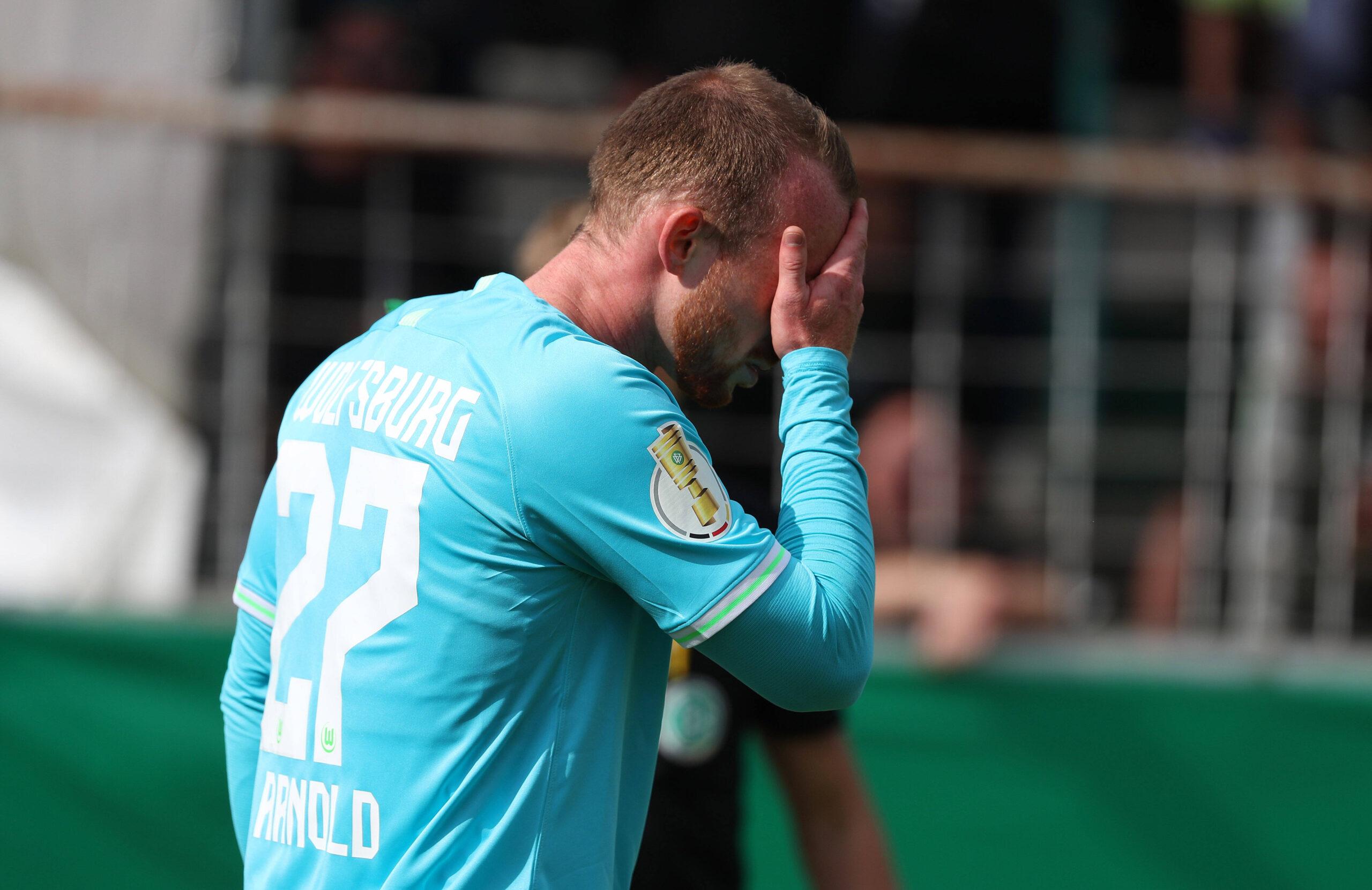 El lamento de VfL Wolfsburg ante la torpeza de hacer más cambios de los permitidos en la DFB Pokal. Foto: Imago.