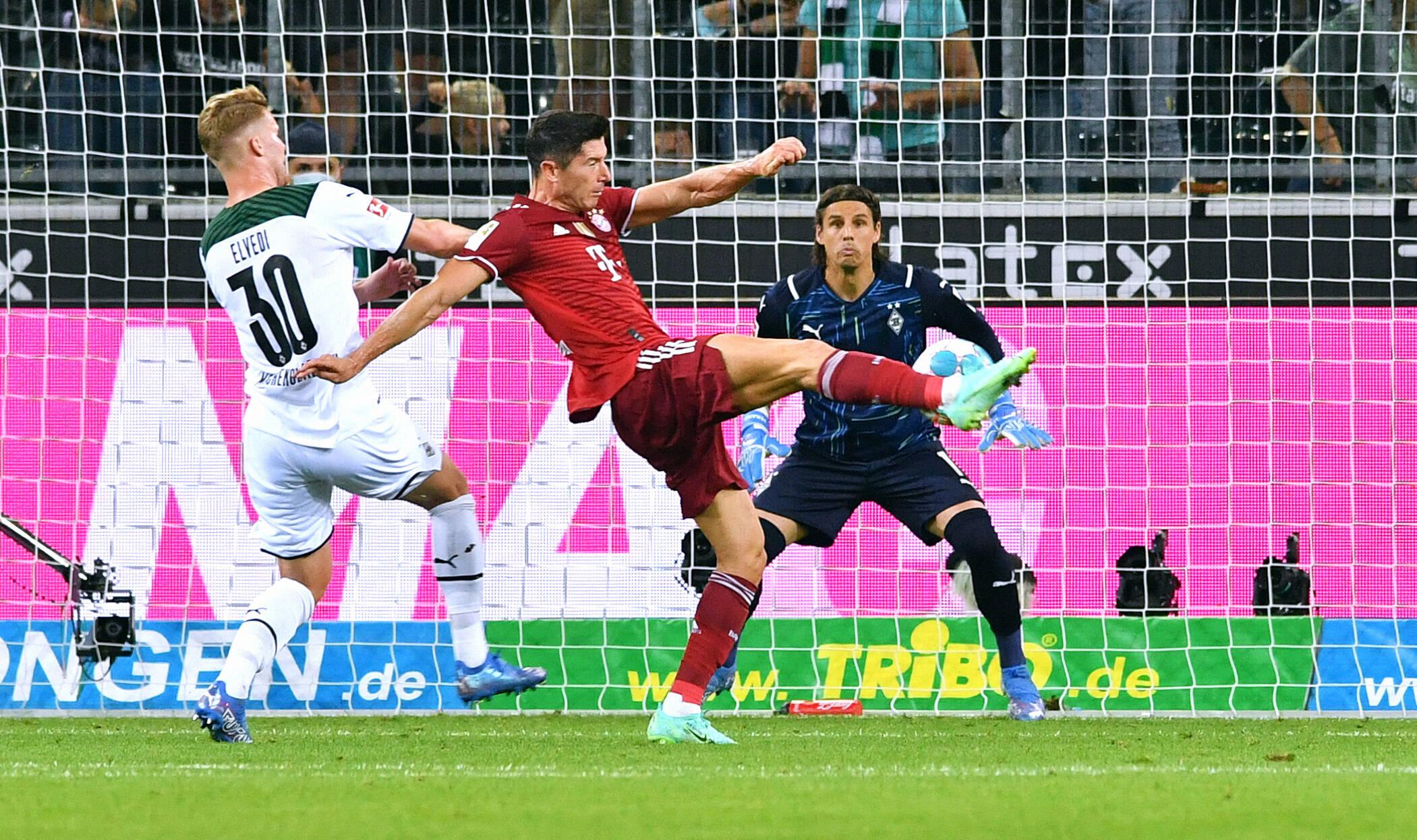 Con goles de Robert Lewandowski y Alassane Pléa, Borussia Mönchengladbach y FC Bayern München no se pudieron sacar diferencias en su debut en la Bundesliga. Foto: Imago.