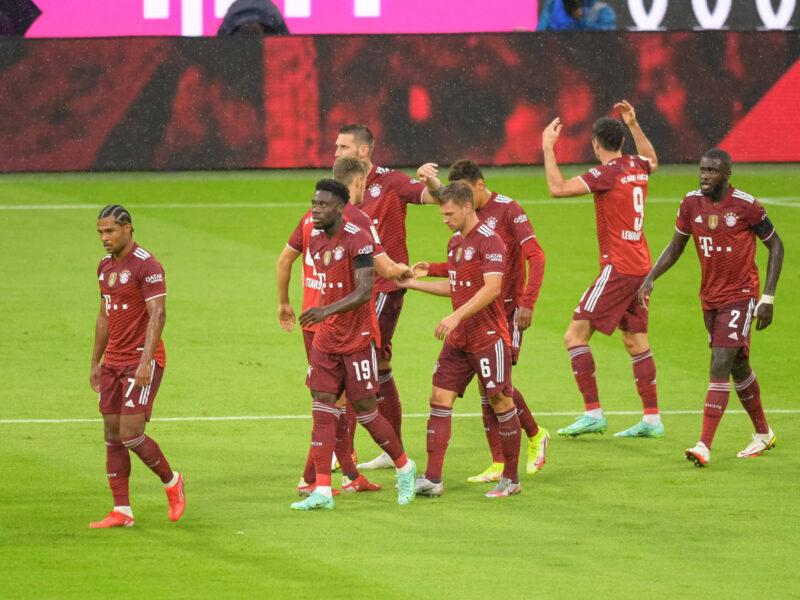 FC Bayern München se reencontró con la victoria ante Köln después de un fallido debut frente a Borussia Mönchengladbach. Foto: Imago.