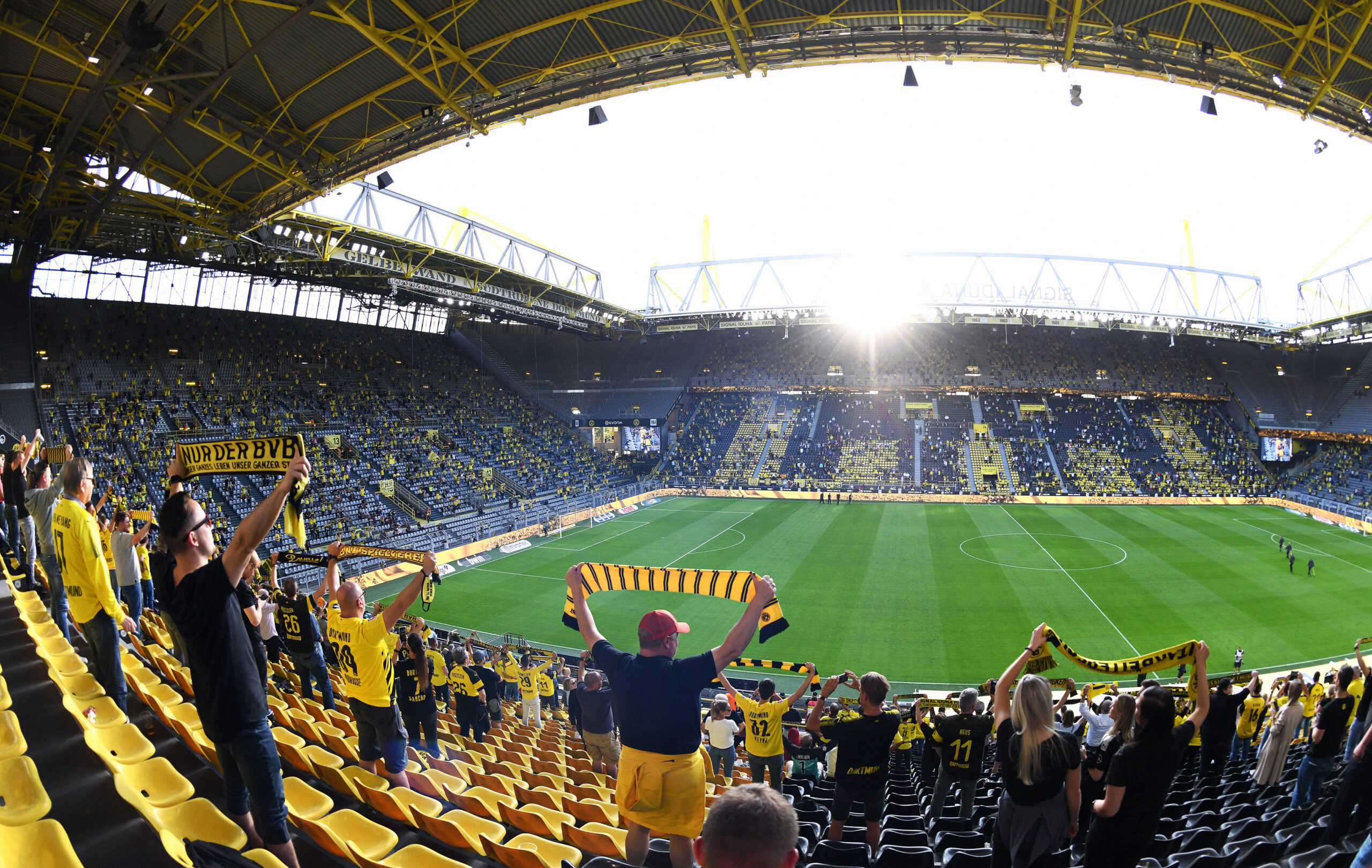 Borussia Dortmund sonríe porque 25.000 aficionados volverán al Signal Iduna Park. Foto: Imago.