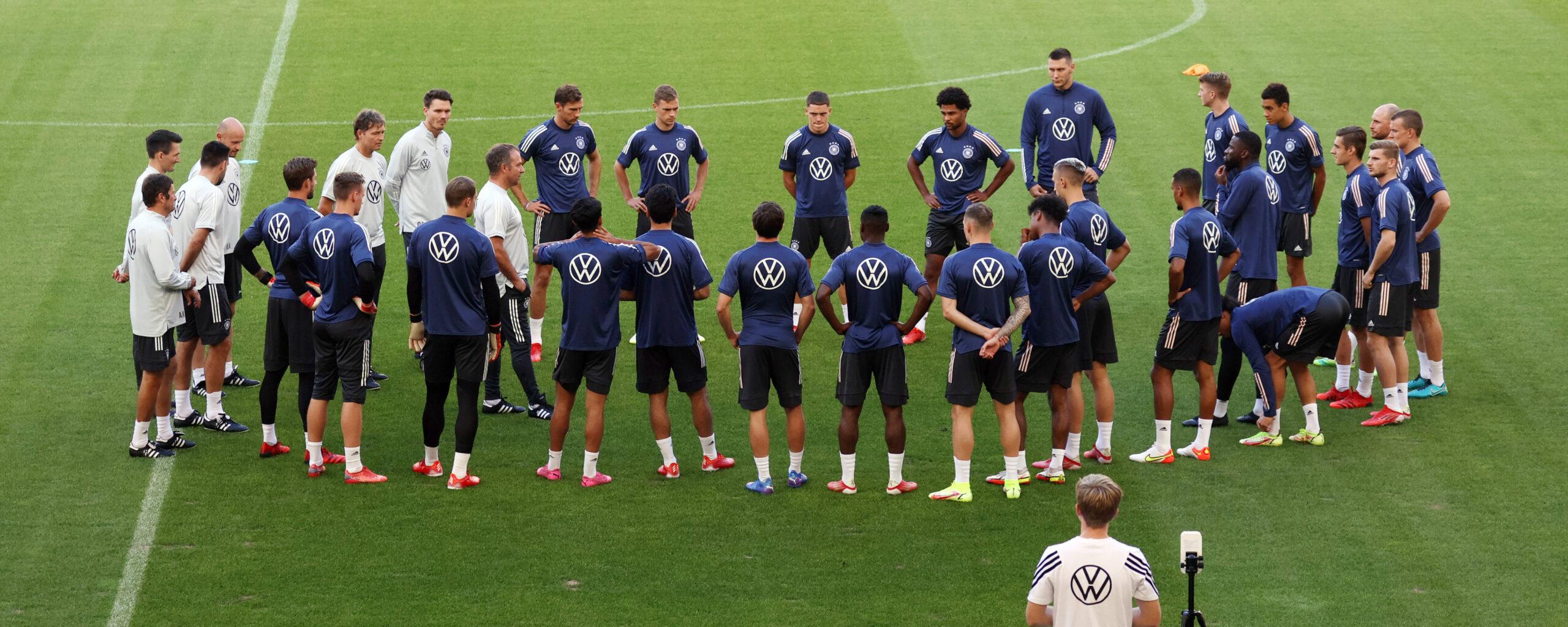 Alemania, en su último entrenamiento antes de su encuentro decisivo contra Armenia. Foto: Imago