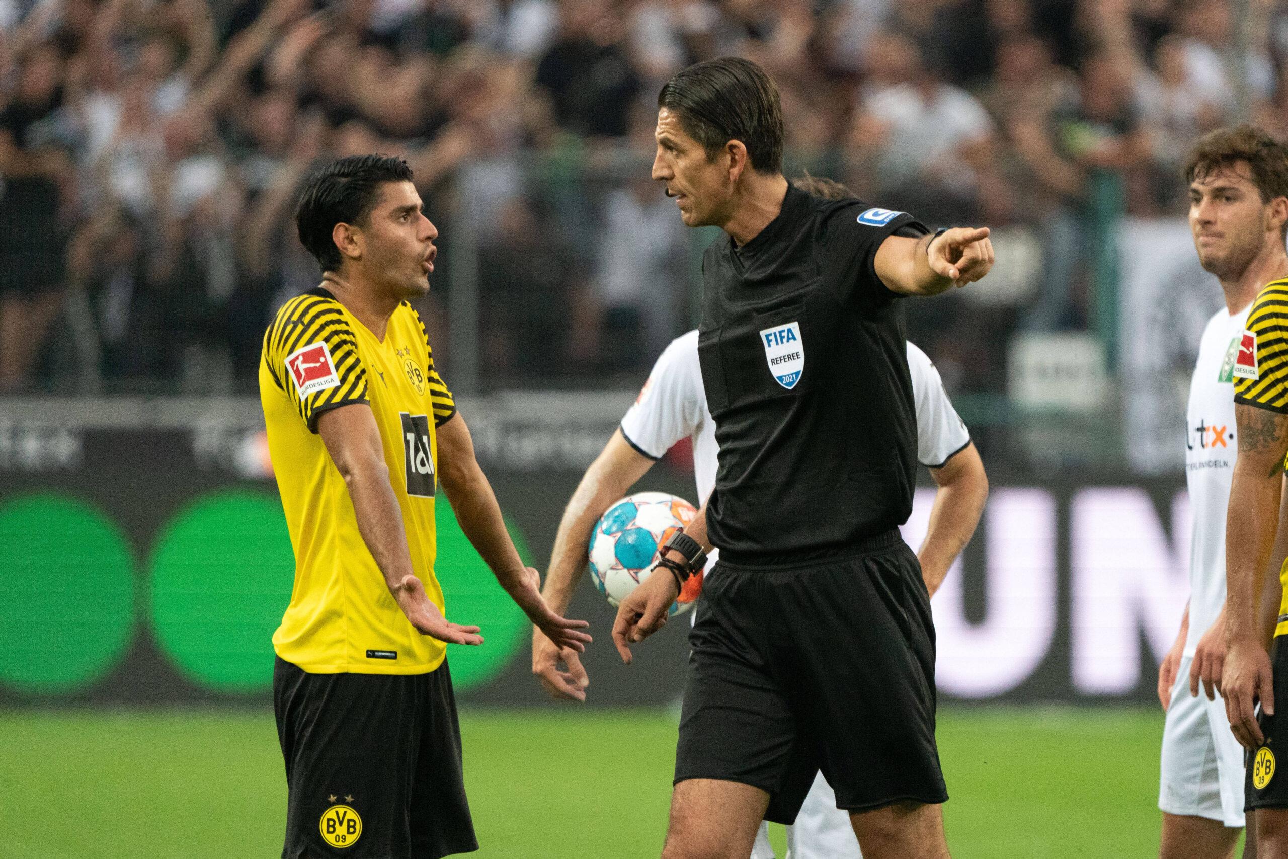 Dahoud y Aytekin, la polémica del derby de Borussias. Foto: Imago