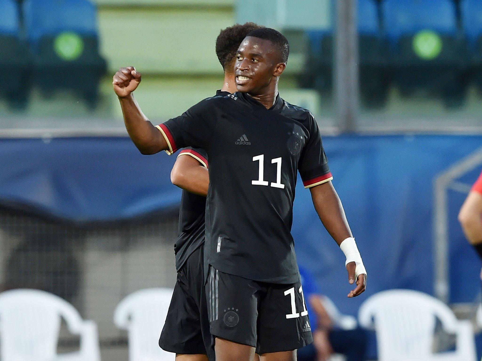 Moukoko en frente de otro récord, esta vez en Alemania sub-21.