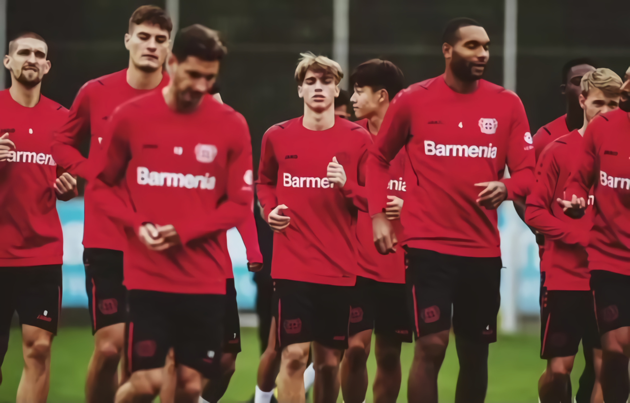 Iker Bravo en el entrenamiento de Bayer Leverkusen.